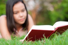 asian-students-reading