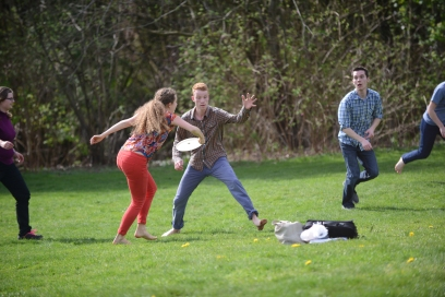 Students_playing_frisbee_02_(17070420895)